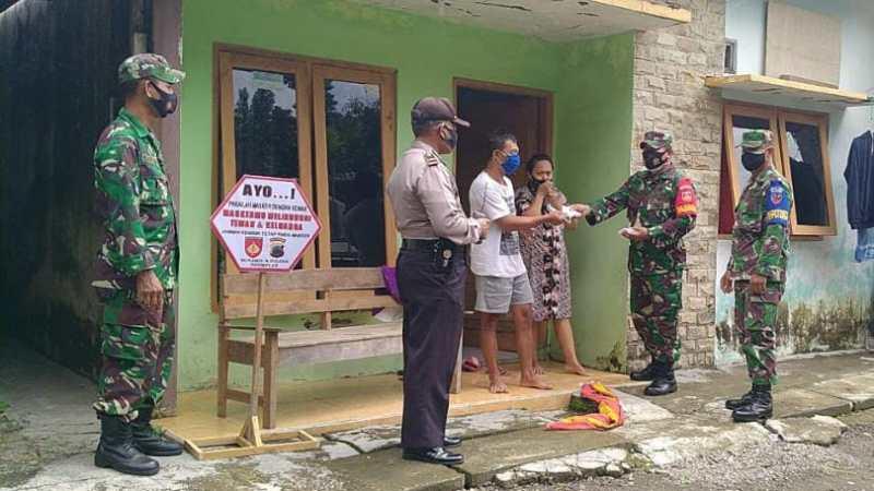 Ingatkan Prokes TNI Polri Sambangi Desa Sawahan