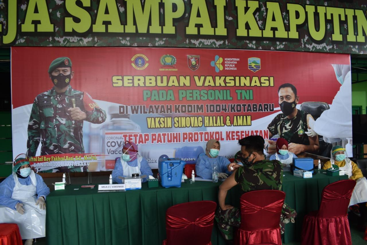 Kodim 1004/Kotabaru melaksanakan Vaksinasi Tahap Pertama kepada Personil Jajarannya