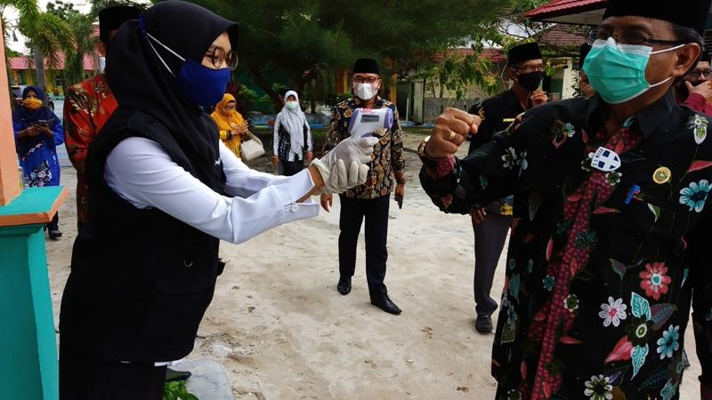 MTsN 2 Kobar Sambut Kedatangan Kakanwil Kemenag H. Abd. Rasyid  ke Kotawaringin Bara