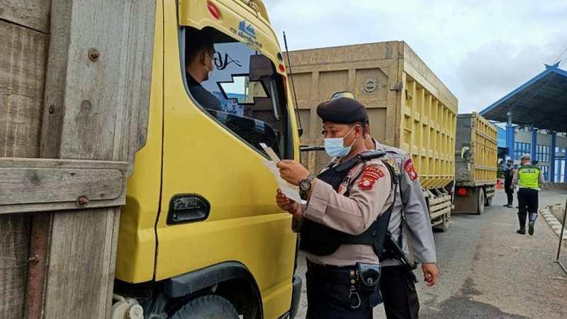 Giat : Penyekatan Arus Mudik, Ditsamapta Polda Kalteng Jaga Perbatasan Kalsel – Teng