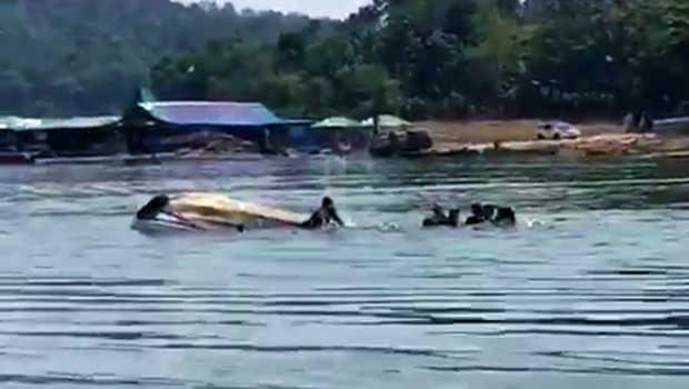 Gegara Selfie Di Depan Perahu Terbalik Di Waduk Kedung Ombo, Sebagian Penumpang Belum Ditemukan