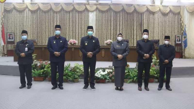 Bupati Barito Utara Dengarkan Penyampaian Pemandangan Umum Fraksi-Fraksi DPRD