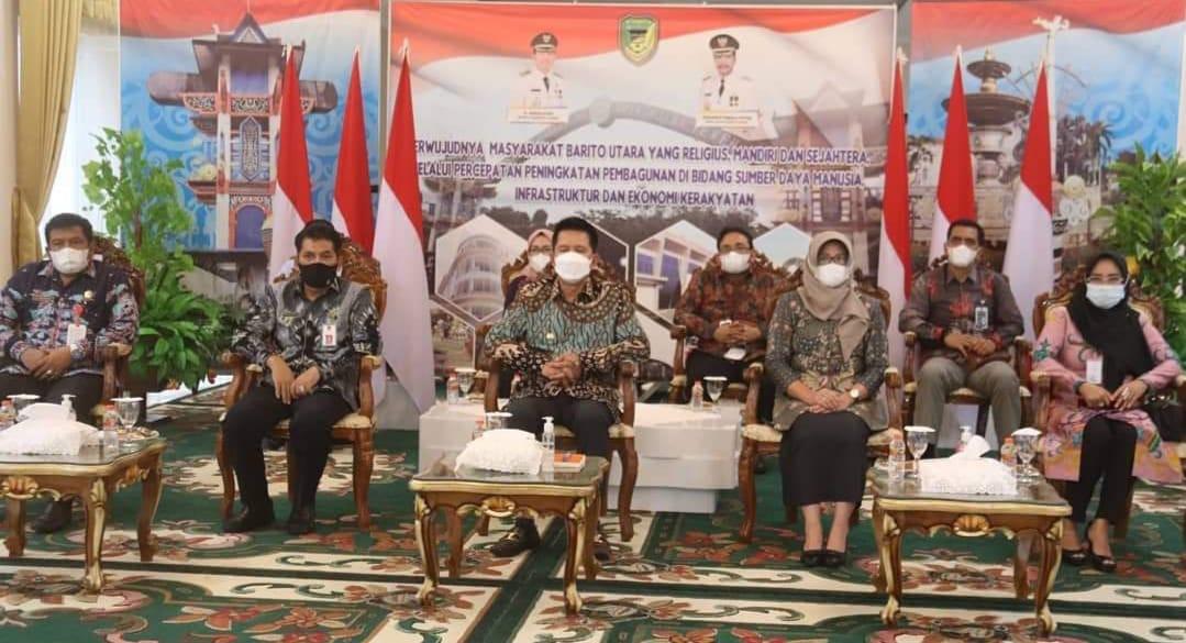 Bupati Barito Utara Dan Ketua TP PKK Saksikan Pembukaan Festival UMKM Dan Pariwisata Daerah Kalteng