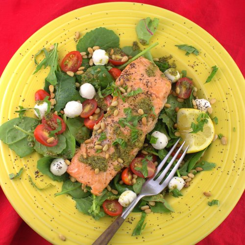 Grilled Salmon Salad Caprese