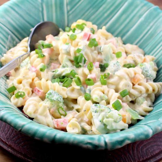 Broccoli Mac and Cheese Salad
