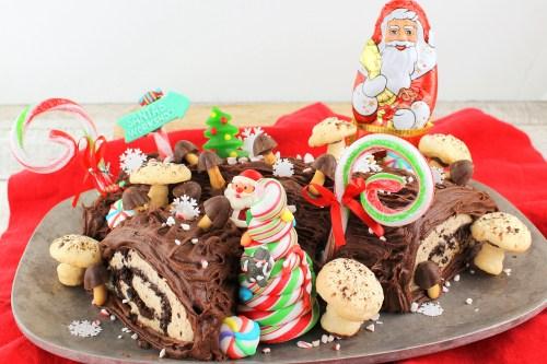 Bûche de Noël(Yule Log Cake)