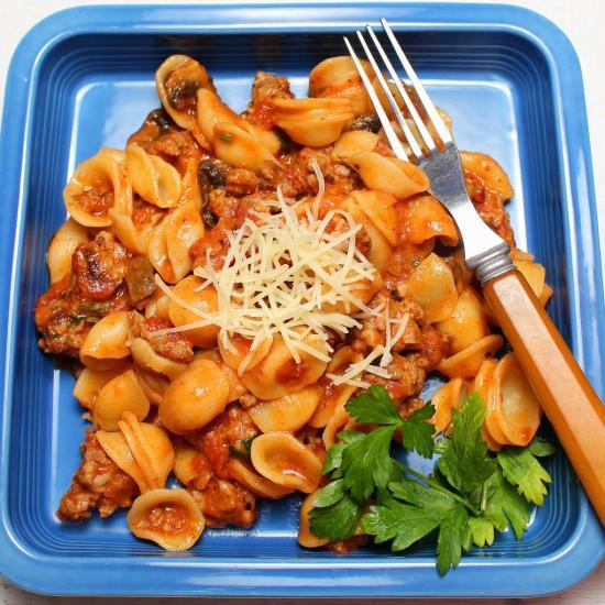Salciccia con Orecchiette e Funghi (Italian Sausage and Mushrooms with Pasta inPomodoro Sauce