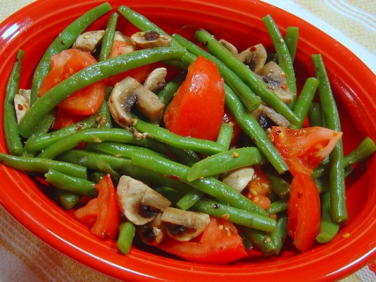 green beans tomatoes and mushrooms with hoisin