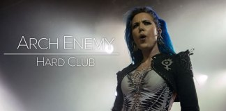 Arch Enemy enlouquecem Hard Club