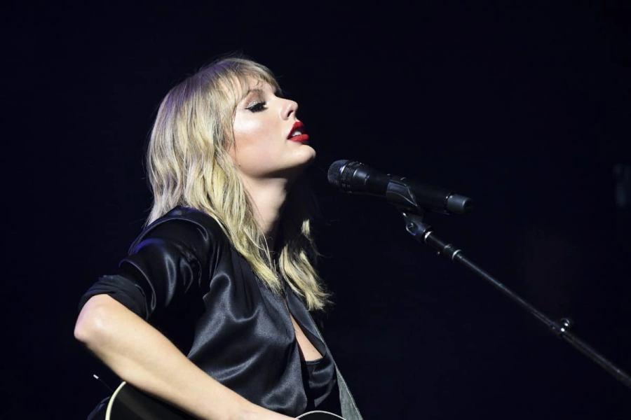 """Taylor Swift na gravação do """"City of Lover"""""""