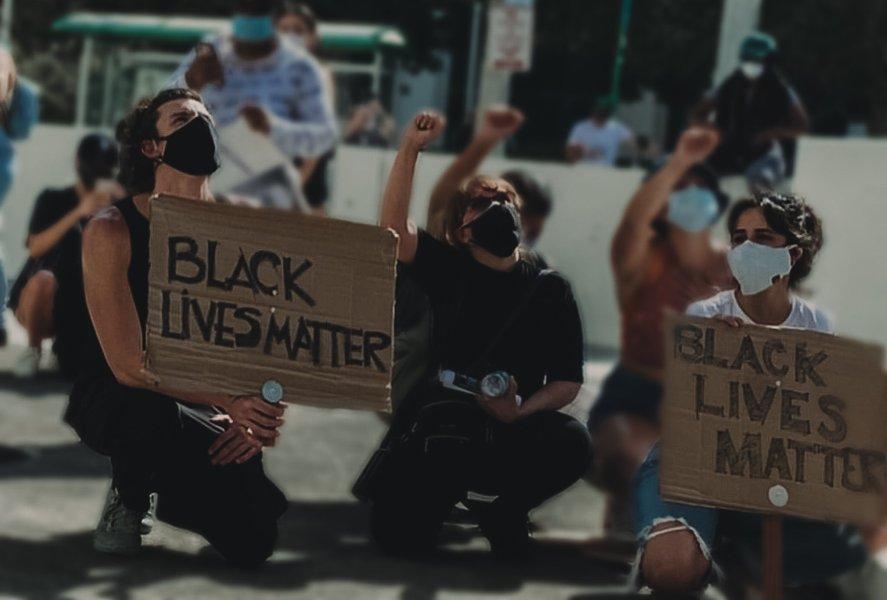 Camila Cabello e Shawn Mendes nas manifestações