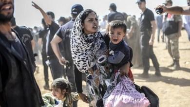 صورة آلاف السوريين يغادرون جنوب غرب البلاد بعد هجوم الجيش