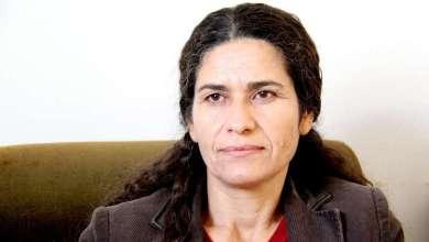 صورة مسؤولة كردية سورية تجري محادثات مع مسؤولين في الحكومة