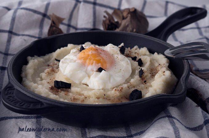 Puré de coliflor al ajo negro y foie