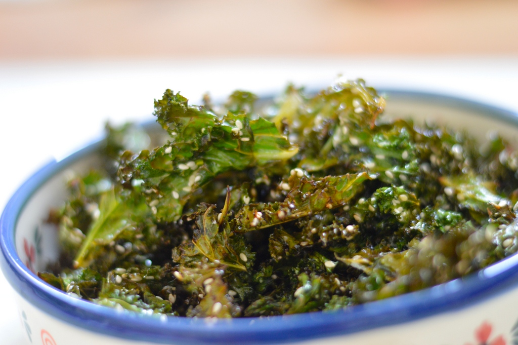 Lemon and sesame kale crisps | Paleo.With.Mrs.P