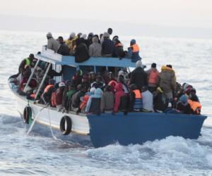 """Sbarchi a Pantelleria e Lampedusa """"Cento cadaveri buttati in mare"""""""