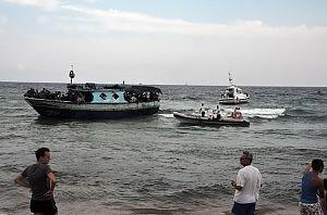 """Immigrati, 500 sbarcati sulle coste siciliane Carfagna: """"Riflessione sulla Bossi-Fini"""""""