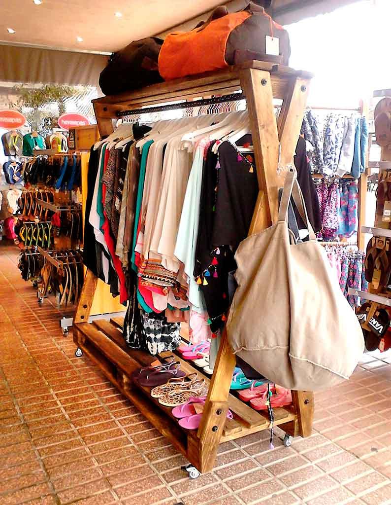 perchero para ropa con palets palets y muebles