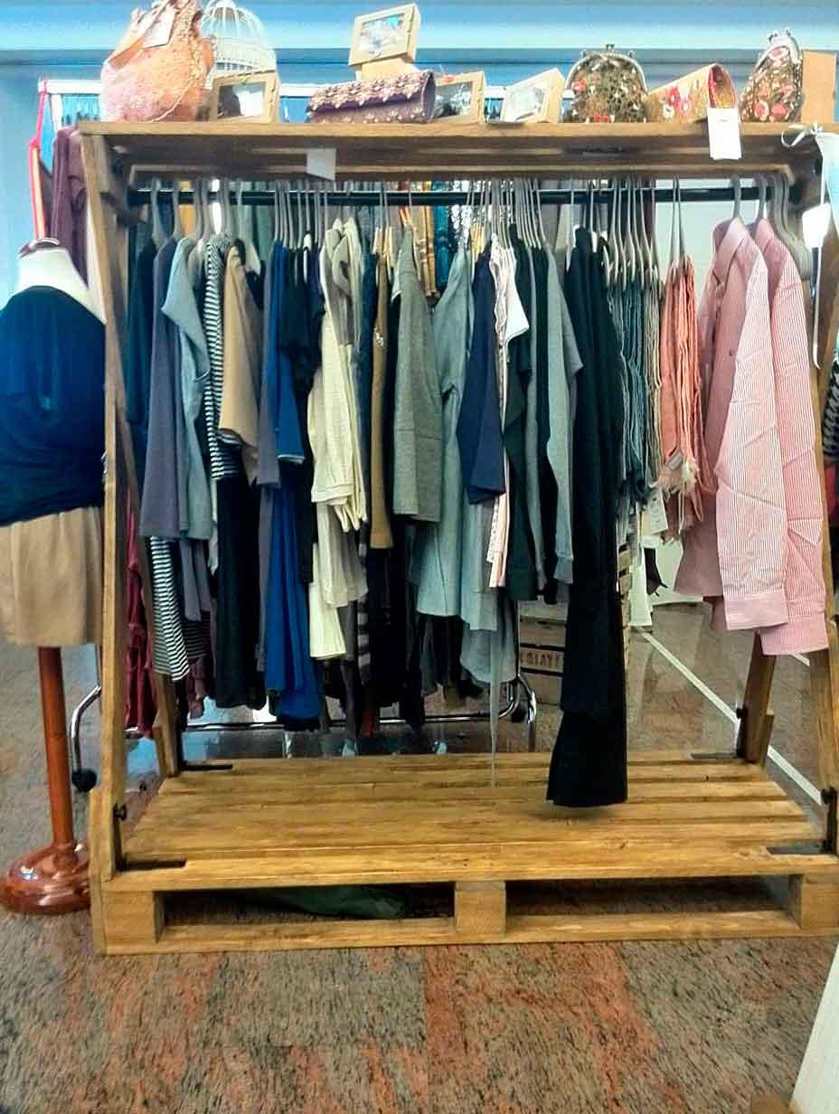 Burro para ropa con palets palets y muebles - Burros para ropa ...