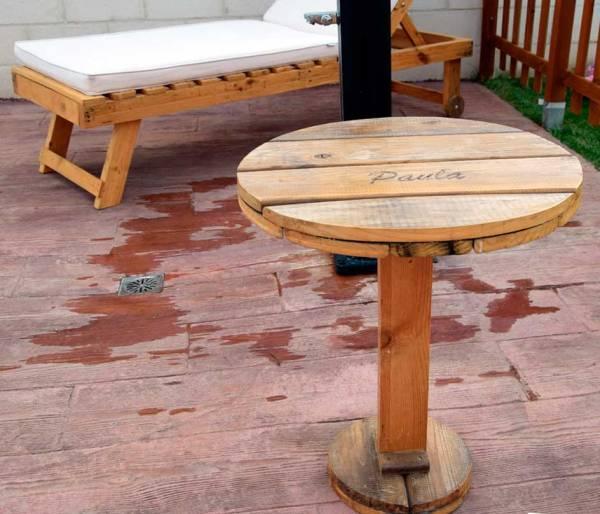 mesa de palets auxiliar para jardin