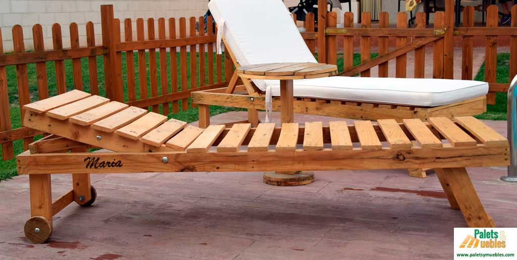 Mesa auxiliar de palets palets y muebles for Construccion de muebles de jardin con palet