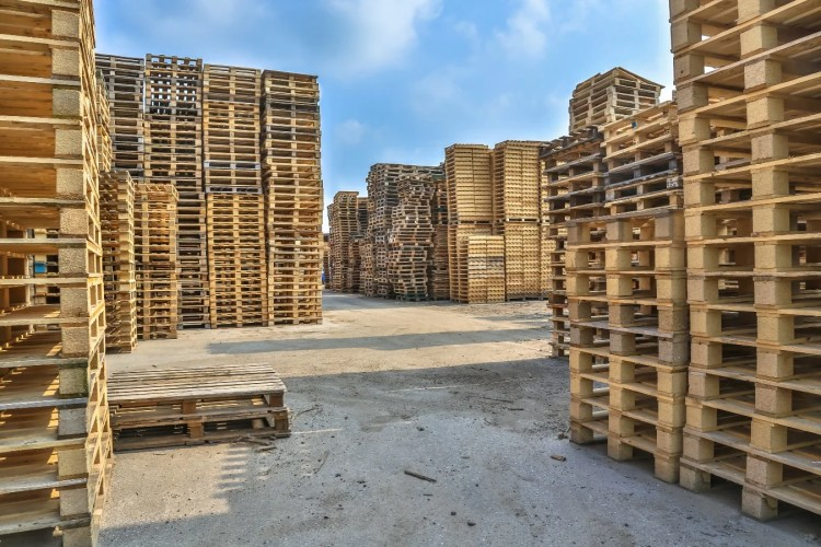 Piles-of-pallet