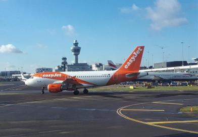 easyjet amsterdam airport schiphol plane