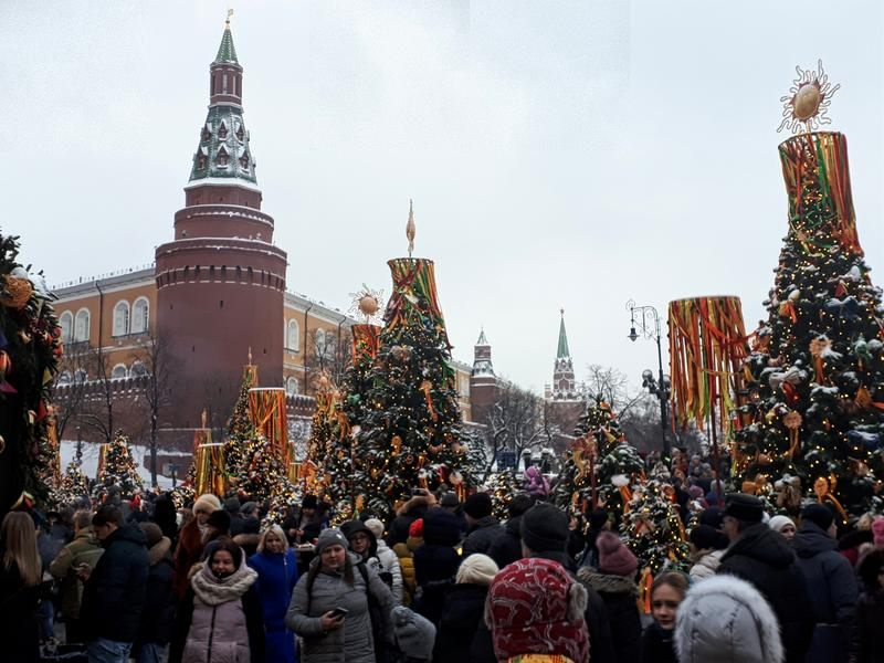 christmas market moscow kremlin walls
