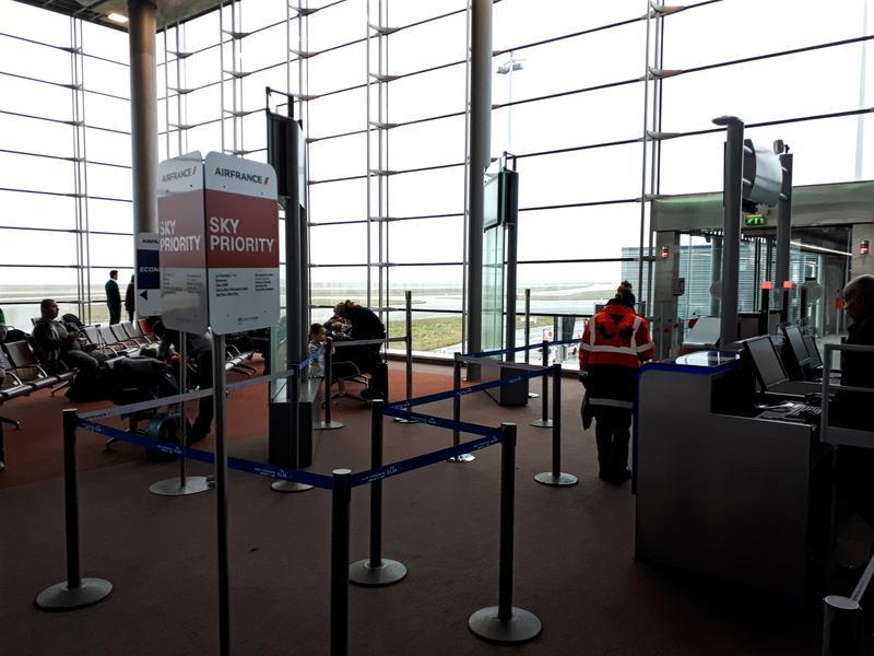cdg 2e l gates boarding tarom