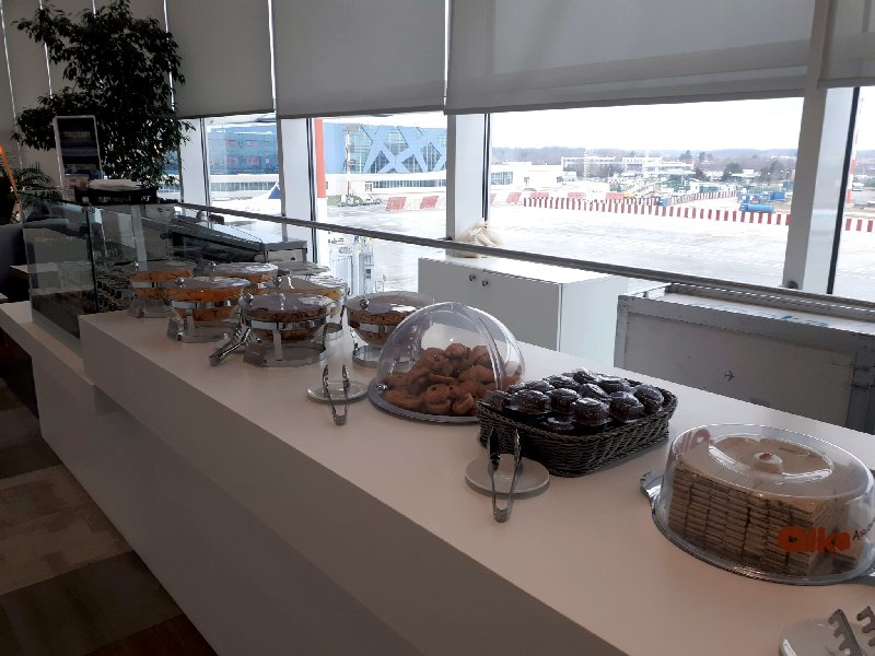 tarom business lounge review buffet