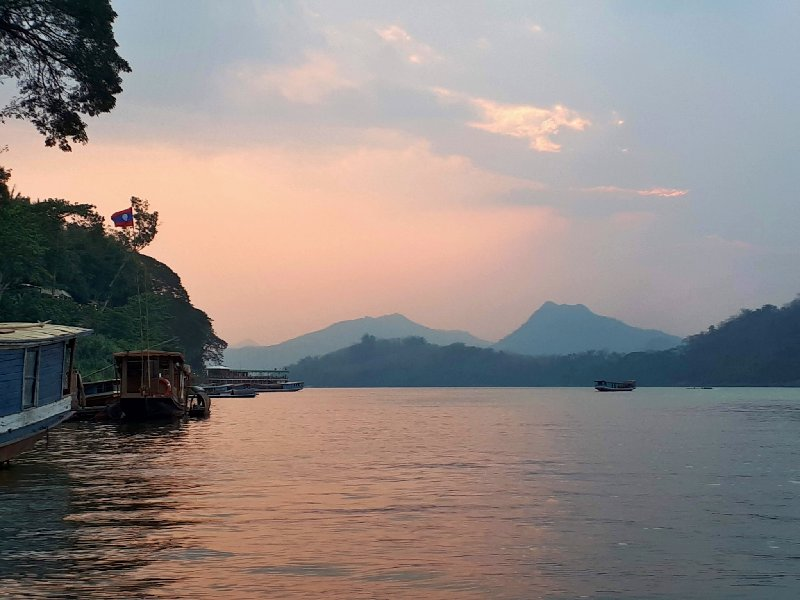 mekong sunset luang prabang