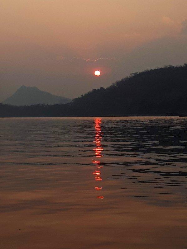 laos luang prabang sunset mekong