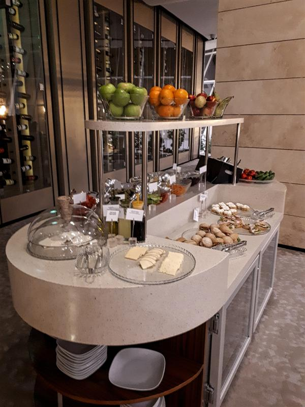azerbaijan airlines lounge buffet