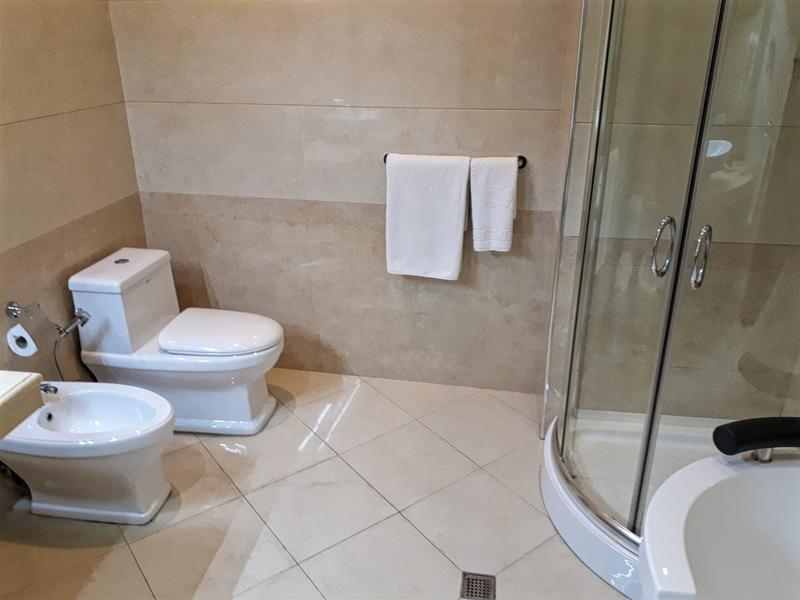 shah palace bathroom