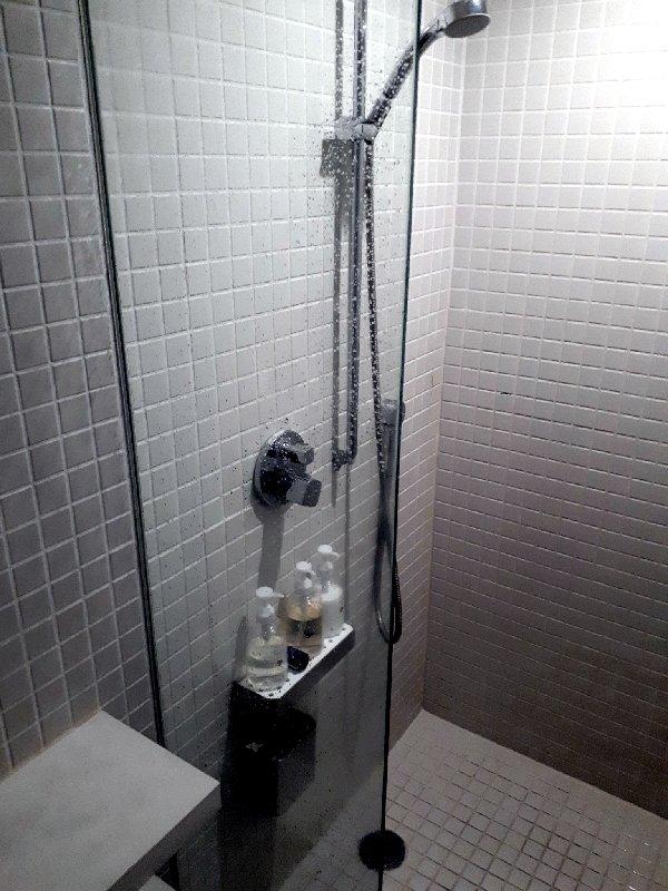 narita nine hours shower
