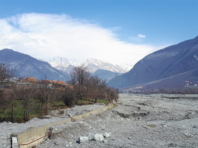 sheki kiş road caucasus mountains