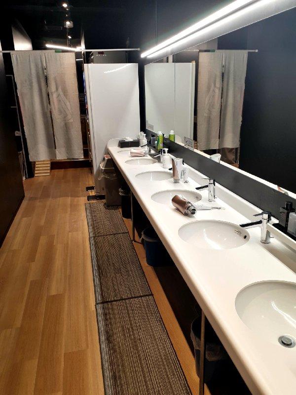 washroom capsule hotel
