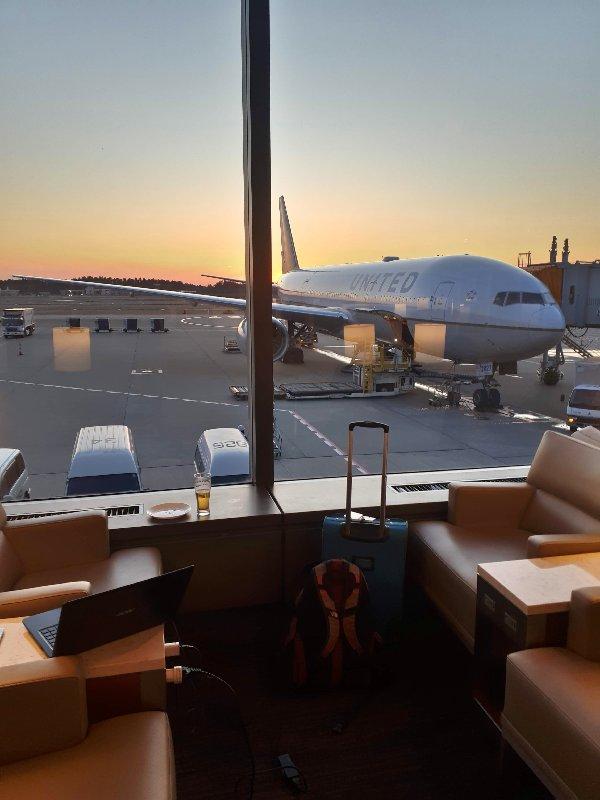 tokyo narita airport united club lounge review
