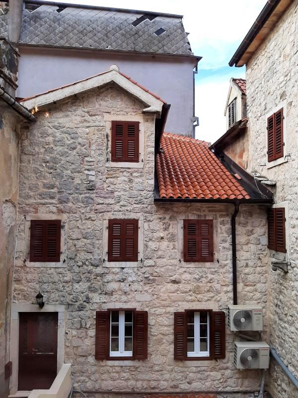 window view merchants room palazzo drusko