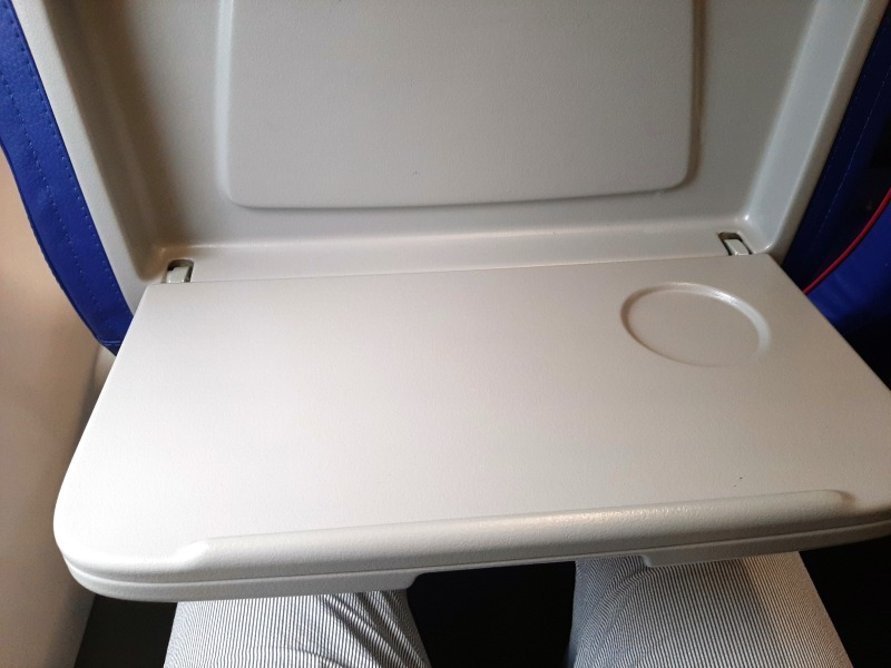 tray table wizz air airbus a320