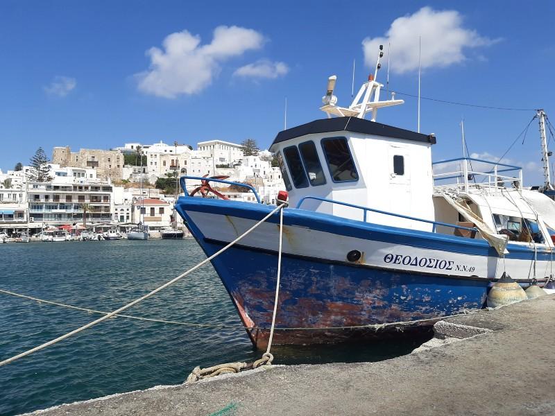 boat naxos