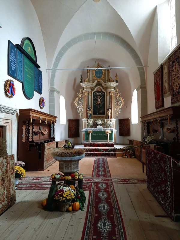 hărman fortified church altar