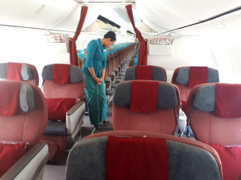 garuda indonesia boeing 737-800 domestic business class review