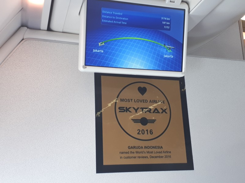 overhead flight monitor garuda domestic business class