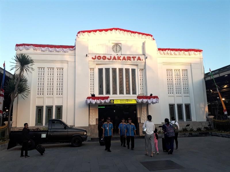 tugu yogyakarta train station indonesia railway