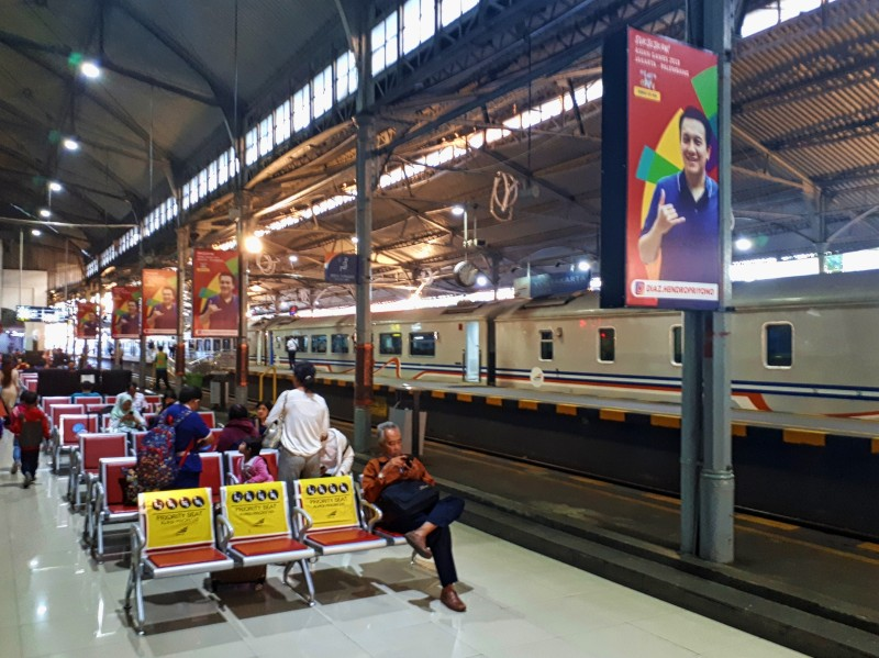 tugu yogyakarta train station indonesia railways