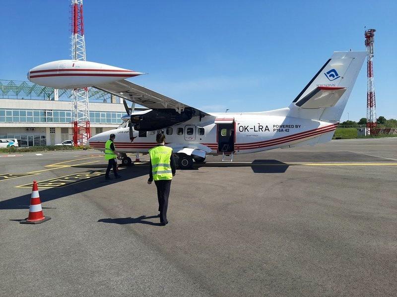 let l-140 turbolet pula airport trade air croatia