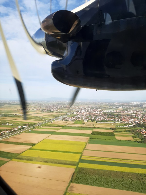 airborne let l-410 turbolet trade air