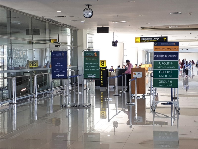 surabaya airport boarding