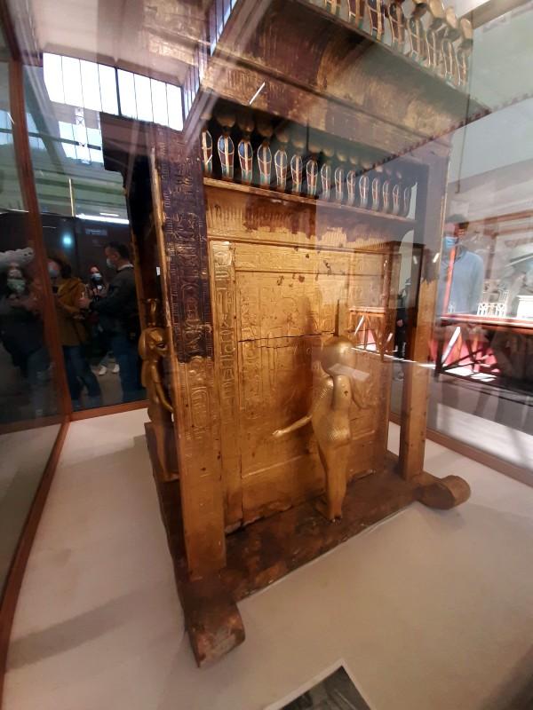 tutankhamun shrine